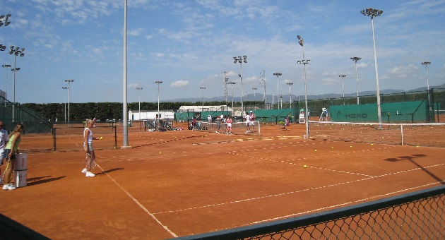 Sanchez Casal Red Clay   juniors practicing 1 Sanchez Casal
