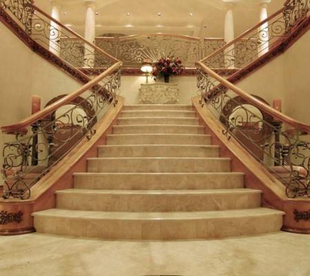 24 Гранитные лестницы